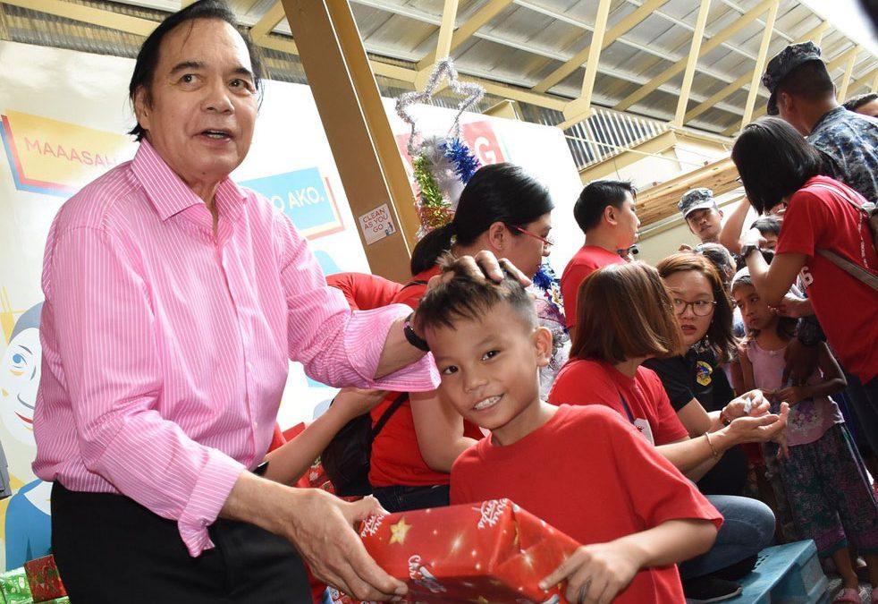 Jaworski leads Ginebra gift-giving activity in Tondo